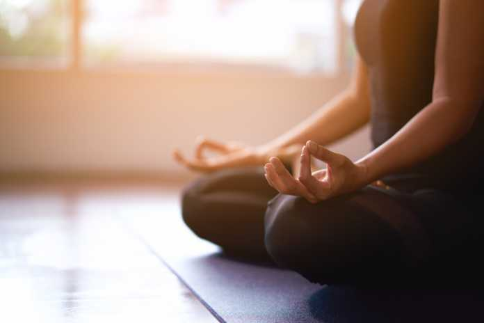 Posturas-de-Yoga-para-ayudarte-a-dormir-mejor