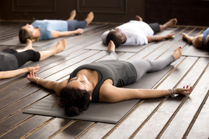 postura-de-cadaver-yoga